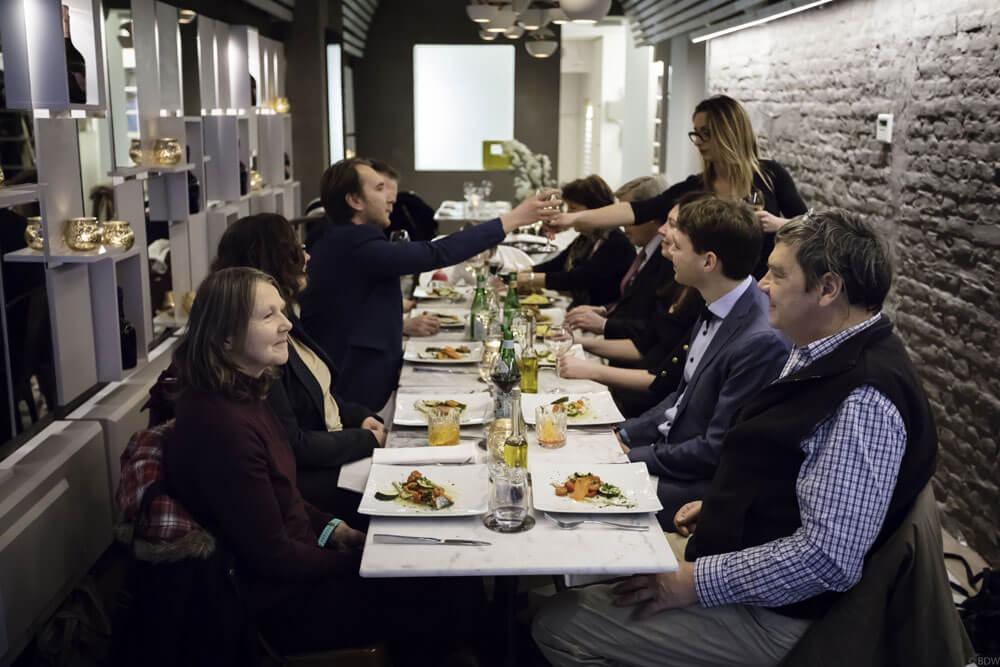 Foto van een groep op restaurant bij Osteria Michele Leuven.