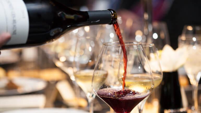 Hoe moet je wijn drinken en serveren? Wijnetiquette tips